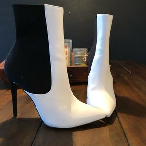 Steve Madden Divinity Leather Pointy Toe Bootie